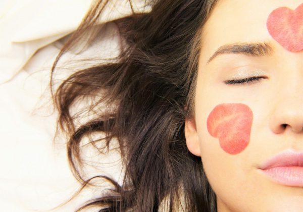 מסכת פנים, פילינג, קרם וסרום: המדריך שעושה סדר במוצרי הטיפוח לעור הפנים